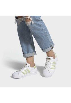 adidas Originals - SUPERSTAR  - Sneaker low - ftwwht/hireye/goldmt