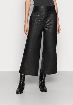 InWear - KARLEEN CULOTTE PANT - Pantalon en cuir - black