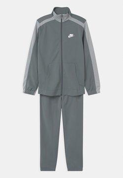 Nike Sportswear - TRACKSUIT UNISEX - Survêtement - smoke grey/lt smoke grey/white
