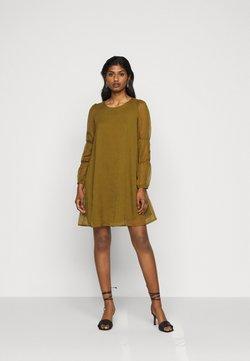 Vero Moda Petite - VMBABETTE SHORT DRESS - Robe d'été - fir green