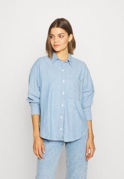 Levi's® - THE RELAXED - Button-down blouse - light blue denim