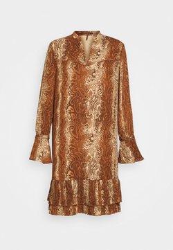 Scotch & Soda - SHORTER LENGTH DRESS WITH PLEATED HEM - Korte jurk - brown