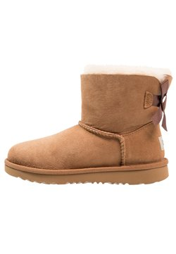 UGG - MINI BAILEY BOW II - Stiefelette - chestnut