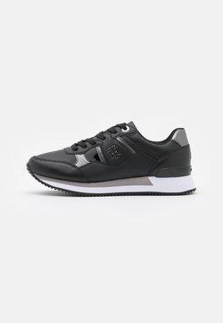 Tommy Hilfiger - INTERLOCK CITY  - Sneaker low - black