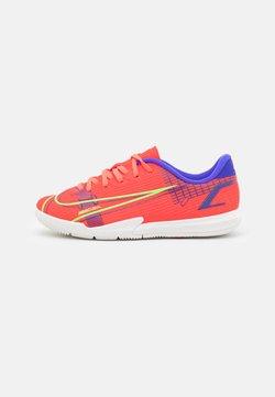Nike Performance - MERCURIAL JR VAPOR 14 ACADEMY IC UNISEX - Zaalvoetbalschoenen - bright crimson/metallic silver