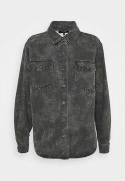 Missguided Petite - TIE DYE CAMO - Camisa - black
