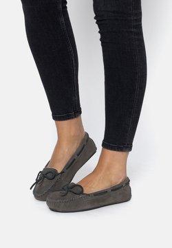 Minnetonka - CALLY - Chaussures bateau - gray