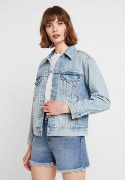 Levi's® - EX-BOYFRIEND TRUCKER - Veste en jean - blue denim
