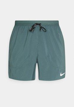 Nike Performance - STRIDE  - Pantalón corto de deporte - hasta