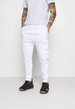 Nike Sportswear - COURT PANT - Jogginghose - white