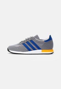 adidas Originals - USA 84 CLASSIC - Sneaker low - grey three/collegiate royal/solar gold