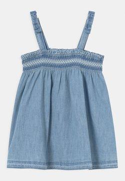 GAP - SMOCK - Jeanskleid - light-blue denim