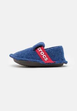 Crocs - CLASSIC SLIPPER UNISEX - Chaussons - cerulean blue