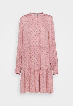 Culture - CUSANA LAYER DRESS - Blusenkleid - woodrose