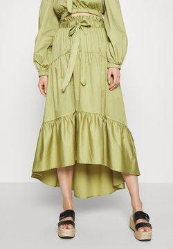 Who What Wear - TIERED TIE WAIST SKIRT - Falda acampanada - cedar