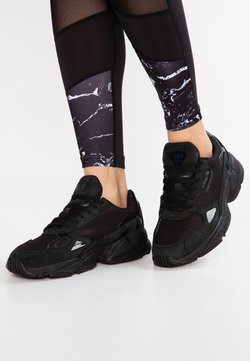adidas Originals - FALCON - Baskets basses - core black/grey five