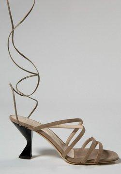 Jerelyn Creado - GAURA - Korolliset sandaalit - beige