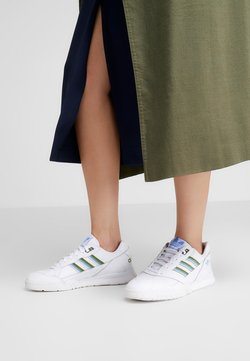 adidas Originals - A.R. TRAINER  - Sneakers basse - footwear white/tech olive/real blue