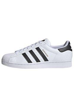 adidas Originals - SUPERSTAR VEGAN - Matalavartiset tennarit - footwear white/core black/green
