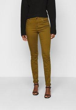 Vero Moda Tall - VMHOT SEVEN MR SLIM PUSH UP PANT - Broek - fir green