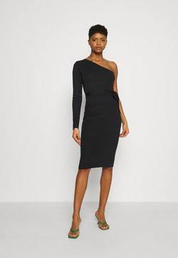 Missguided - ONE SHOULDER BELTED MIDI DRESS - Gebreide jurk - black