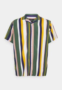 URBN SAINT - LAKE - Camisa - duck green