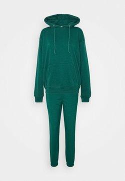 Missguided - HOODIE SET - Sweatshirt - green