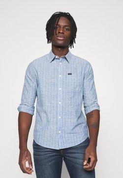 Lee - LEESURE SHIRT - Hemd - washed blue