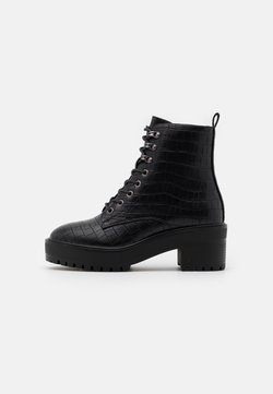 Vero Moda Wide Fit - VMTESS BOOT WIDE FIT - Enkellaarsjes met plateauzool - black