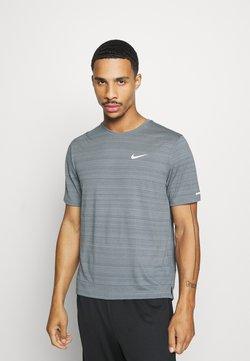 Nike Performance - MILER  - Camiseta básica - smoke grey/reflective silver