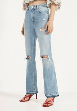 Bershka - MIT ZIERRISSEN - Flared Jeans - blue denim