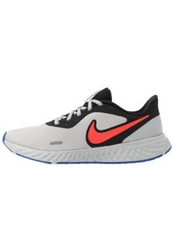 Nike Performance - REVOLUTION 5 - Zapatillas de running neutras - black/chile red/light smoke grey