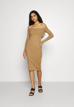 Missguided - TEXTURE BARDOT BODYCON MIDI DRESS - Jumper dress - brown