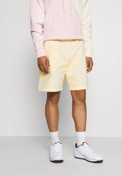 Nike Sportswear - CLUB - Shorts - coconut milk/coconut milk