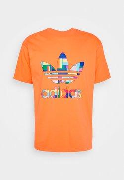 adidas Originals - SPORTS INSPIRED SHORT SLEEVE TEE - T-shirt imprimé - trace orange