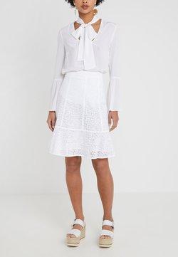 MICHAEL Michael Kors - MINI MOD SKIRT - Spódnica trapezowa - white
