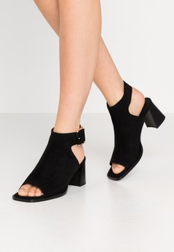 Topshop - DAISY BUCKLE BOOT - Sandalen met enkelbandjes - black