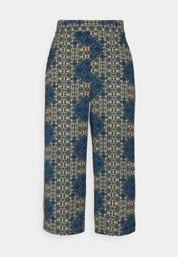 Vero Moda - VMSAGA CULOTTE PANT - Pantaloni - birch/esmeralda