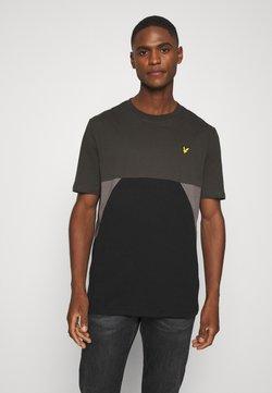 Lyle & Scott - TRIO GEO PANEL - T-shirt print - raven/jet black