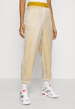 Nike Sportswear - PANT - Jogginghose - dark citron/white/black
