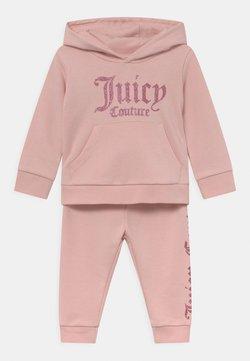 Juicy Couture - BABY BRANDED SET - Verryttelypuku - strawberry cream