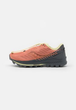 Saucony - PEREGRINE 11 - Zapatillas de trail running - rust/charcoal