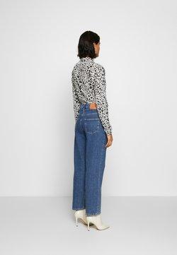 Selected Femme - SLFKATE AIM - Straight leg jeans - medium blue denim