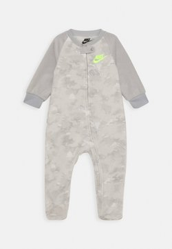 Nike Sportswear - CRAYON CAMO FOOTED COVERALL - Pyjama - light smoke grey