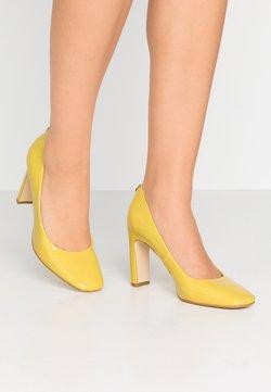 Guess - BLENDA - Escarpins à talons hauts - yellow