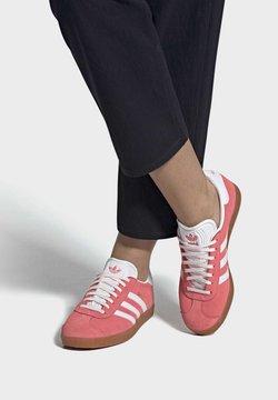 adidas Originals - GAZELLE SHOES - Sneaker low - red