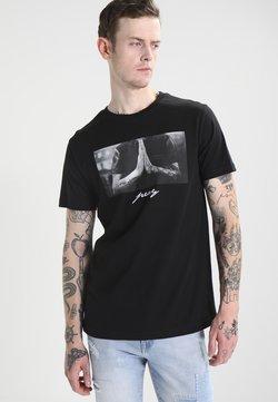 Mister Tee - PRAY - T-shirt con stampa - black