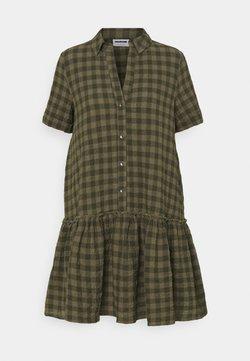 Noisy May Petite - NMHANNIE SHORT DRESS PETITE - Blusenkleid - kalamata