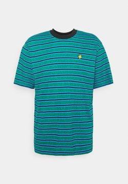 Afends - TYLER STRIPE RETRO FIT TEE UNISEX - T-Shirt print - green/blue