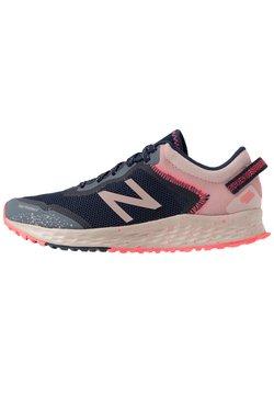 New Balance - FRESH FOAM ARISHI - Zapatillas de trail running - pink